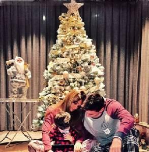 """""""เมสซี"""" ช่วยลูกเมียแต่งบ้านฉลองคริสต์มาส"""