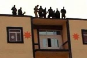 """ภาพสยอง!! นักรบ IS จับคนโยนลงจากตึกสูง-ปาหินซ้ำจนตาย โทษฐานที่เป็น """"เกย์"""""""