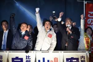 ญี่ปุ่นเปิดคูหาเลือกตั้ง ส.ส. - นายกฯ อาเบะส่อแววคว้าชัยแบบนอนมา