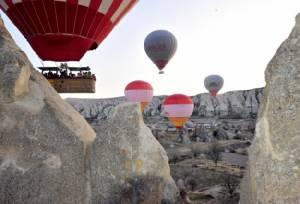 บอลลูนตกในพื้นที่มรดกโลกของตุรกี นักท่องเที่ยวจีนดับอนาถ