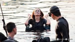 """""""หญิง-รฐา"""" โชว์สปิริตใน """"เกมปลุกผี"""" กลั้นใจถ่ายหนังใต้น้ำลึกกว่า 6 เมตร"""