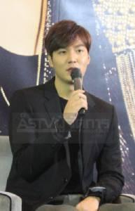 """""""อีมินโฮ""""หันจับไมค์ขอเปิดคอนเสิร์ตในไทยครั้งแรกบอกตอนนี้อารมณ์ดีรับรองแฟนๆสนุกแน่"""