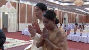 หนุ่มยุ่นพาพ่อ-แม่บินลัดฟ้าแต่งสาวสุรินทร์ตามประเพณีไทย