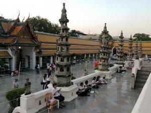 เคาต์ดาวน์คึกคักทั่วไทยรับปีแพะ 2558