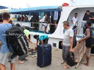 นักท่องเที่ยวชาวไทย-ต่างชาติแห่เดินทางกลับเที่ยวเกาะในพื้นที่ จ.พังงา ทำท่าเรือคึกคัก