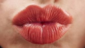 ผลิตภัณฑ์บำรุงริมฝีปากให้น่าจูจุ๊บเสิร์ฟพร้อมสีสันสุดหวาน
