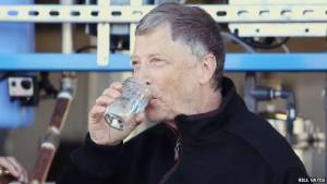 'บิล เกตส์'โชว์ดื่มน้ำจากอุจจาระ สกัดผ่านเครื่องรีไซเคิลของเสีย(ชมคลิป)
