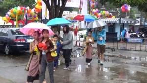 """ฝนไม่เป็นอุปสรรค """"ลำปาง"""" เดินหน้าจัดวันเด็กเต็มที่"""