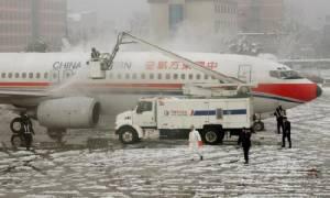 ตร.รวบตัวผู้โดยสารชาวจีน 25 คน หลังเปิดประตูฉุกเฉินเครื่องบิน เหตุฉุนเที่ยวบินดีเลย์