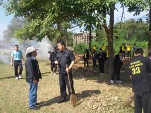 ทหารพราน ทภ.3 ร่วมชาวบ้านจับไม้กวาดลุยพัฒนา 1 เดือน 1 วัด
