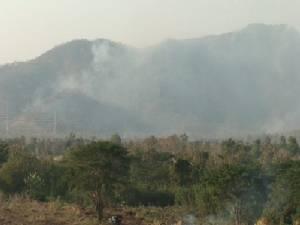ไฟป่าประเดิมไหม้ป่าดอยพระบาทวอดไปแล้วกว่า100ไร่