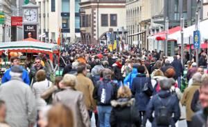 """ประชากรเยอรมนีพุ่งแตะ """"81 ล้านคน"""" หลังผู้อพยพไหลทะลักครั้งใหญ่"""