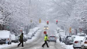 มะกันเตือนภัยพายุหิมะครั้งประวัติศาสตร์ ยกเลิกกว่า 600 เที่ยวบิน นิวยอร์กหนักสุด