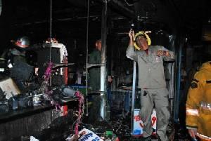 ไฟไหม้ร้านขายมือถือ-ซ่อมกล้อง โชคดีพ่อพาลูก 2 คนหนีได้ทัน