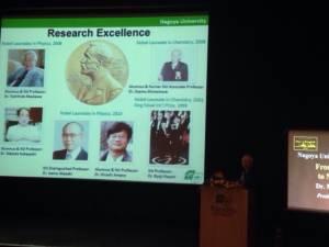 นักฟิสิกส์ญี่ปุ่นเผยได้ไอเดียคว้ารางวัลโนเบลขณะนักศึกษาถกกัน
