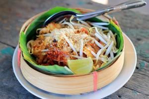 """เดินชิล """"ตลาดน้ำท่าคา"""" ชิม """"ผัดไทยเข่งปลาทู"""" ดูวิถีริมน้ำมากเสน่ห์"""