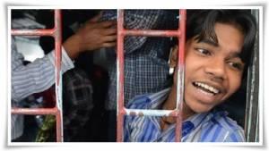 """ตำรวจอินเดียช่วย """"แรงงานเด็กหลายร้อยชีวิต"""" จากขุมนรกโรงงานทาสทางใต้ของแดนภารตะที่มีสถิติเด็กหายทุก 8 นาที"""
