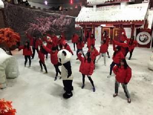 นักเต้นเชียงใหม่จัดแสดงโชว์สเต็ปวาดลีลาท้าหนาวติดลบ 7 องศารับวาเลนไทน์(ชมคลิป)