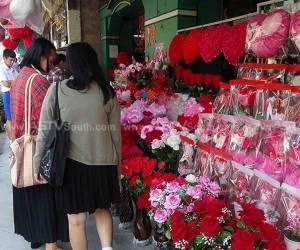 ร้านกิฟต์ชอปสงขลาคึกคัก หนุ่มสาวแห่ซื้อของขวัญก่อนวันวานเลนไทน์