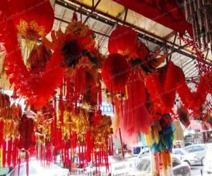 ชาวไทยเชื้อสายจีนสงขลาแห่ซื้อของไหว้เจ้าตรุษจีนคึกคัก