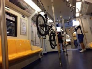 แขวนจักรยานบน BTSสิงห์(นักปั่น)คะนองเมือง!?