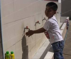 สาธารณสุขสงขลาสั่งปิดโรงเรียนแล้ว 1 แห่ง หลังพบโรคมือเท้าปากในเด็กแล้ว 6 คน (ชมคลิป)
