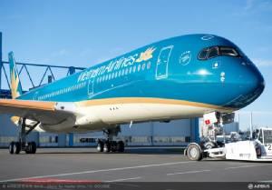 แอบๆ ดู Airbus A350 เวียดนามลำแรก แต่งตัวใหม่ฟ้าสดใสใต้ท้องทาแถบทองอร่ามหรู