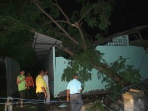 พายุฤดูร้อนพัดถล่มบุรีรัมย์ บ้านเรือน-โรงเรียนพังยับ ไฟฟ้าดับหลายชั่วโมง