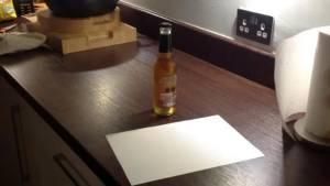 [ชมคลิป] เฮ้ยง่าย! เปิดขวดเบียร์-ขวดฝาจีบ ด้วยกระดาษแผ่นเดียวใน 30 วินาที