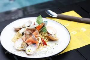 Pasta & Pool  เพลินกับพาสต้าในบรรยากาศรีสอร์ต