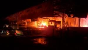 เพลิงไหม้ร้านอาหารดังครัวบ้านสวน 2 กลางดึก ลามเผาวอดอีกกว่า 20 ร้านที่วังน้อย