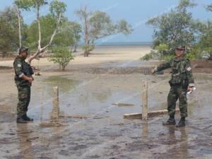 ทัพเรือภาค 3 สนธิกำลังตรวจรุกป่าชายเลนบ้านผักฉีด พบนายทุนล้ำจริงสั่งสอบแนวเขตด่วน