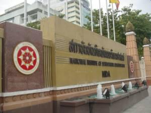 """งานเสวนาใหญ่  """"เศรษฐกิจไทยและกลยุทธ์การลงทุนในยุค AEC"""""""