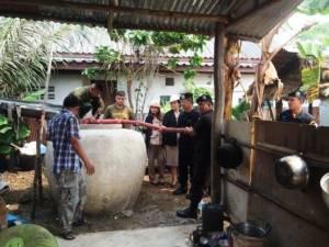 ทหารพรานแจกน้ำชาวบ้านตะเข็บชายแดนสระแก้วสู้ภัยแล้ง