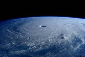"""ชมชัดๆ """"ดวงตาพายุ"""" ไต้ฝุ่นไม้สักจากนอกโลก"""