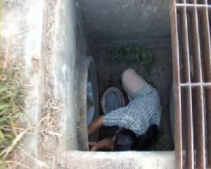 ชาวบ้าน-กู้ภัยเมืองจันท์ พยายามช่วยหมาตกท่อระบายน้ำนาน 2 วันไม่สำเร็จ
