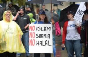 """ออสซี่หลายร้อยแห่ประท้วงต้าน """"กม.อิสลาม-แนวคิดสุดโต่ง"""" ทั่วประเทศ"""