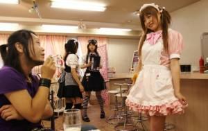 """ฟังสาวญี่ปุ่นเล่า พฤติกรรมพิสดารใน """"เมดคาเฟ่"""" (ชมคลิป)"""