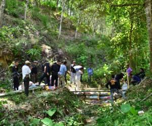 ทหารพรานเบตงร่วมชาวบ้านสร้างฝายชะลอน้ำแก้ปัญหาภัยแล้ง ตามโครงการพระราชดำริฯ