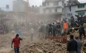 เหยื่อแผ่นดินไหวเนปาลเดือด ช่วยเหลือมั่วซั่ว-จนท.สนามบินหนีกลับบ้าน ยอดตายทะลุ 4,000