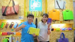"""SME TV Show:แจ๋ว! กระเป๋า """"ยางพารา"""" สีสันจัดจ้าน"""