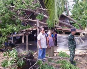 พายุถล่มศรีสัชนาลัยซ้ำ บ้านพังอีกเกือบ 200 หลัง