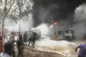 ยอดตายรถน้ำมันเสียหลักพุ่งชนสถานีโดยสารไนจีเรียพุ่ง69ศพ