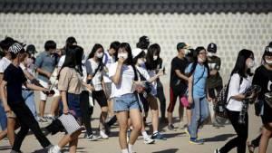 """กระแสกลัว """"MERS"""" เกาหลีใต้ขยายวง โรงเรียนปิดเพิ่มเป็นกว่า 700 แห่ง นทท. หลายพันยกเลิกทริป"""