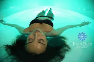 เททา สเตท โฟลทเซ็นเตอร์  นวัตกรรมสปาสุขภาพกลางสุขุมวิท 24 ผ่อนคลายกับศาสตร์การลอยตัวบนสายน้ำ-แคปซูลสุญญากาศ