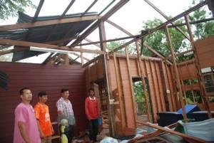 พายุถล่มกันทรลักษ์ ศรีสะเกษรอบ 4 บ้านเรือนพังยับ 152 หลัง ถูกฟ้าผ่าเจ็บ 1