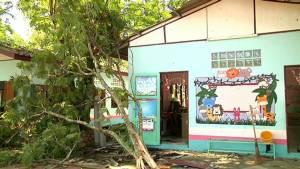 พายุถล่มเมืองโอ่งทั้งโรงเรียน สวนผลไม้ทุเรียนเสียหายนับแสนบาท