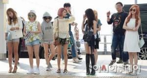 """ชมแฟชันสนามบินสาวๆ""""SNSD""""บินตรงถ่ายMVที่ไทย"""