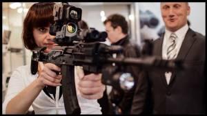 """In Pics: ไรเฟิลสัญชาติรัสเซียไฉไลกว่าเดิม  """"AK-47 ต่ออินเตอร์เนต- GPS-GLONASS"""" ส่องความเคลื่อนไหวศัตรูแบบรอบด้านในงานแสดงอาวุธรัสเซีย 2015"""