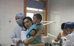 """แม่พระ! """"ฟ่านปิงปิง"""" หยุดถ่ายทำรายการพาเด็กส่งโรงพยาบาล"""